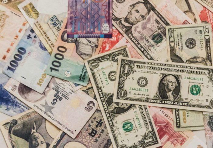 ホームステイ お金